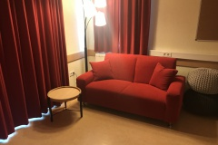 2020-05-25-Rotes-Sofa